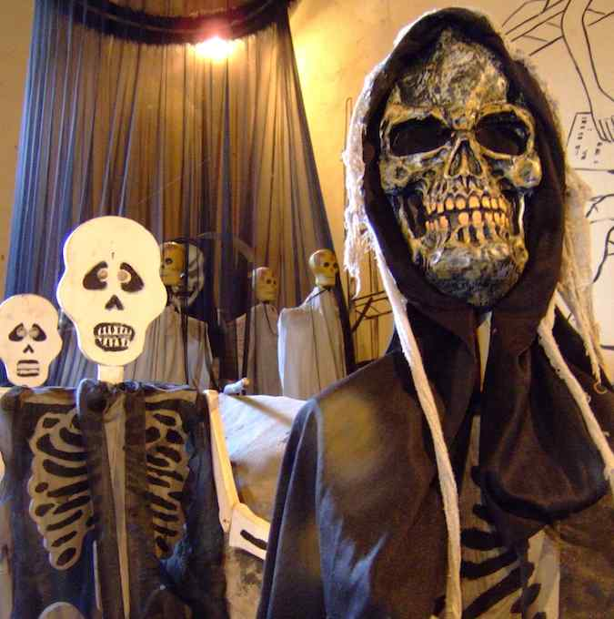 Skeletons at Nica museum of legends