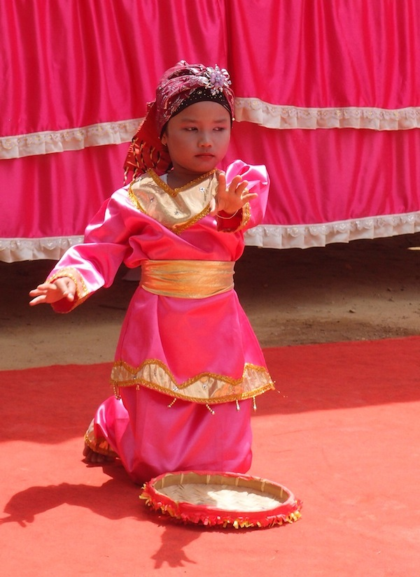 Payakumbuh kindergarten dancer